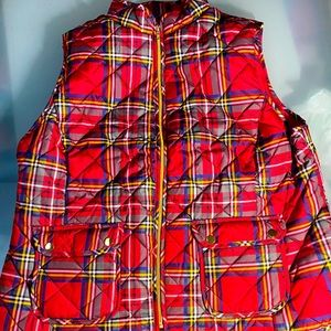 Plaid vest with gold details and pockets
